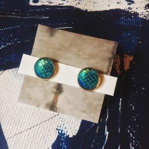 Jewelry - LAST ONE!! •Siren•••> Iridescent Studs